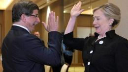 Clinton Davutoğlu'na bakın ne demiş!