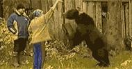 Ayı kadına böyle saldırdı Dehşet görüntüler