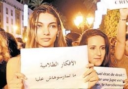 Kadınlar dar etek davası için ayaklandı!