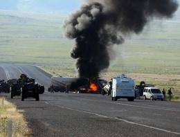 PKK yol kesip iş makinesini ateşe verdi