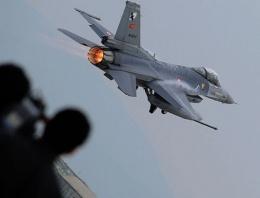 Türk savaş uçakları F-16'lara taciz!