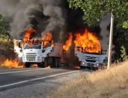 PKK'lılar Tunceli'de 3 aracı ateşe verdi!