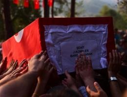 Türkiye'yi ağlatan şehit cenazesi!