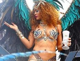 Rihanna karnavalda tangayla dans etti!