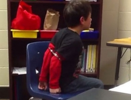 8 yaşındaki çocuğa ters kelepçe taktılar!