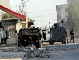 Polise roketli saldırı: 8'i polis 19 yaralı