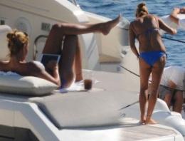 Pınar Altuğ lüks teknesinde günü gün ediyor!