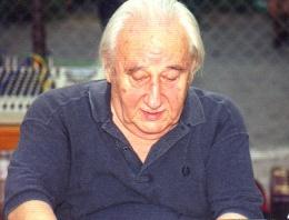 Yazar Oktay Akbal hayatını kaybetti
