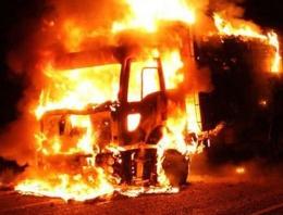 PKK Şemdinli'de yol kesip kamyonu yaktı!