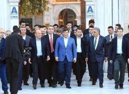 Başbakan Davutoğlu'ndan sabah namazı sürprizi