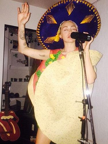 Miley Cyrus'un doğum günü rezilliği!