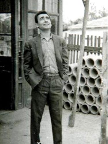 Öğretmen Şener Şen Muş'ta tahta başında