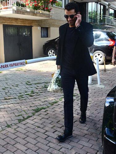 İmirzalıoğlu elinde çiçek çikolata kız istemeye gitti