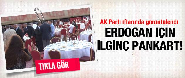 AK Parti'nin iftarında ilginç pankart