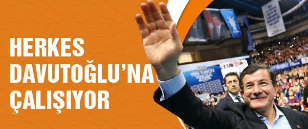 Herkes Başbakan Davutoğlu'na çalışıyor