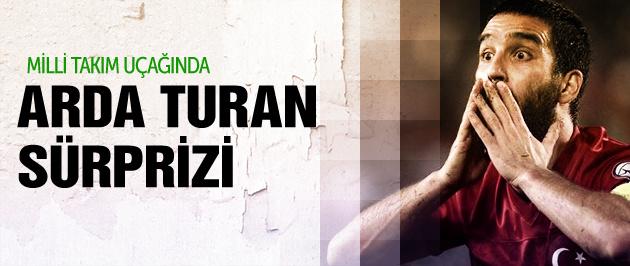 Milli takım uçağında Arda Turan şoku!