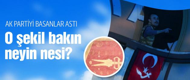 Türk bayrağı esrarı üstündeki şekil ne?