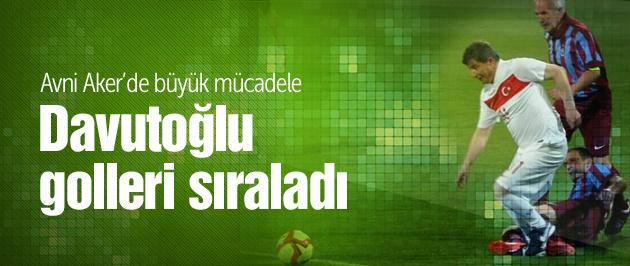 Davutoğlu Avni Aker'de maça çıktı!