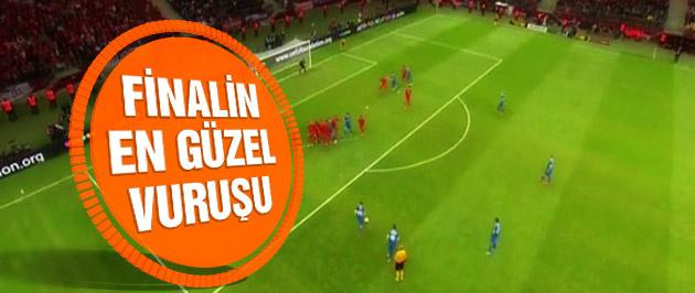 5 gollü UEFA finalinin en güzel vuruşu