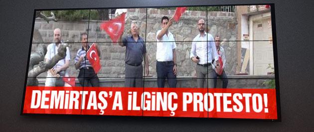 Selahattin Demirtaş'a bayraklı protesto!