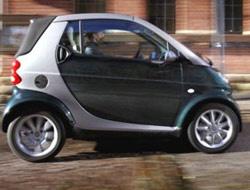 Smart fortwo sürücü dâhil sadece iki kişinin seyahat edebildiği