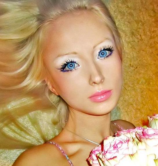 Operasyonla Barbie oldu