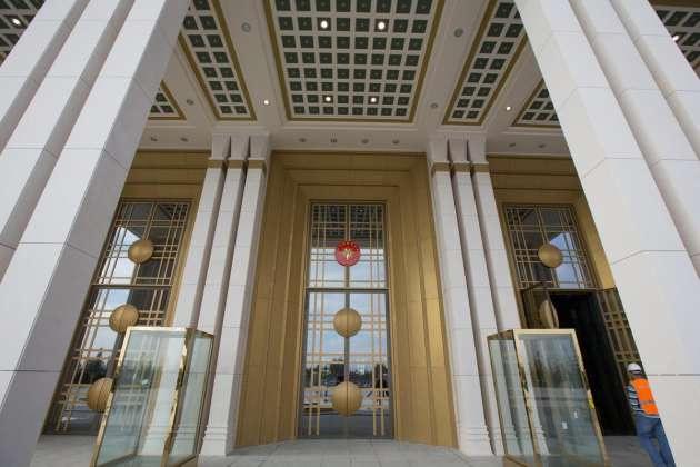 AK Saray harcanan parayla olay yarattı