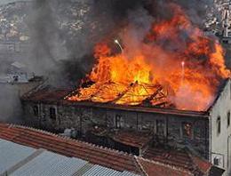 Tarihi Kemeraltı çarşısında yangın