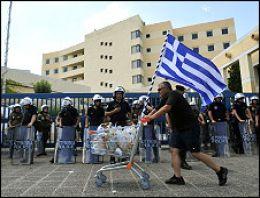 Yunanistan'da hayat yine duracak