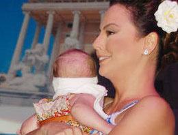 Ünlü sanatçı 1,5 aylık hamile!