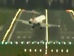 Dev uçak oyuncak gibi (video)