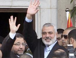 Mısır Başbakanı ölen çocuğu öptü!