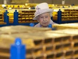 Kraliçe Elizabeth altınlarını kontrol etti