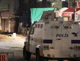 Polise attığı bomba elinde patladı