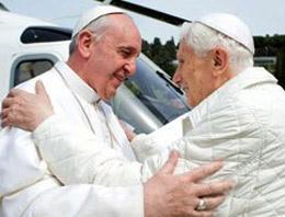 Yeni Papa eski Papa'ya fark attı