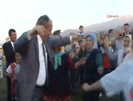 CHP'li İnce kadınlarla göbek attı