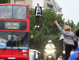 Londra'da müthiş gösteri!
