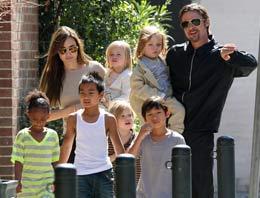 Angelina çocuğa doymuyor