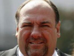 Broadway'in ışıkları Sopranos aktörü Gandolfini için kararacak
