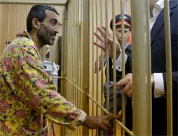 Mahkemede Ermeni tutukluya kadın bornozu