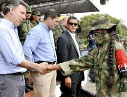 Devlet başkanı teröristle tokalaştı