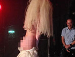 Lady Gaga gay kulübünde striptiz yaptı