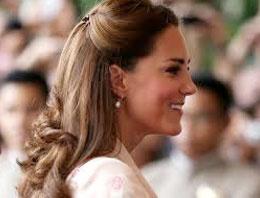 Kraliçeyi dinledi gerdanlığı kaptı!
