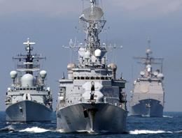 Rus uçakları ABD gemisini taciz etti