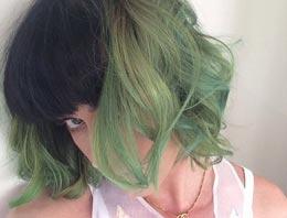 Ünlü şarkıcının saç rengine bir bakın