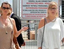 2 turist kıza 14 kişi laf atınca