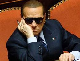 Berlusconi hasta bakıcısı oldu!