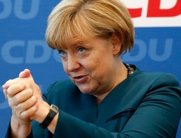 Almanya'da Merkel şoku! Fenalık geçirdi!