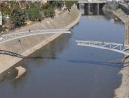Kaçakçılar Asi Nehri üzerine köprü kurdu