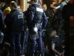 Paris'te polisten kaçan silahlı soyguncular teslim oldu